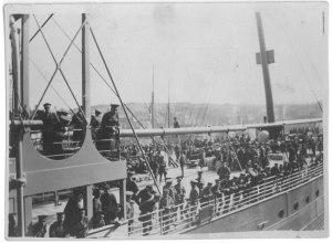 """L'image de """"Membres du régiment à bord d'un navire inconnu"""""""